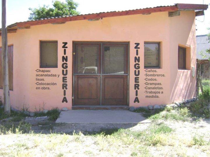 Muros Pintados - Zinguería - El Bolsón - Provincia de Río Negro - RA Carteles