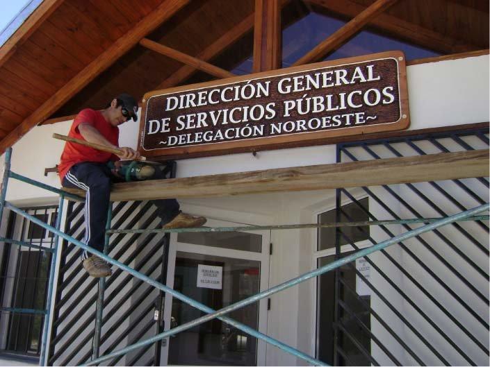 RA Trabajando - Colocación de Cartel - D.G.S.P. - Lago Puelo - Provincia del Chubut - RA Carteles