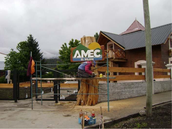 RA Trabajando - Colocación de Cartel - AMEC -El Bolsón - Provincia de Río Negro - RA Carteles