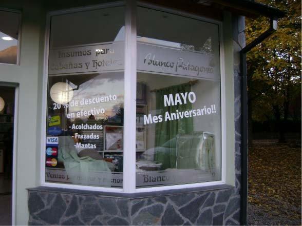 Vidrieras - Promociones - Blanco Patagonia - El Bolsón - Provincia de Río Negro - RA Carteles