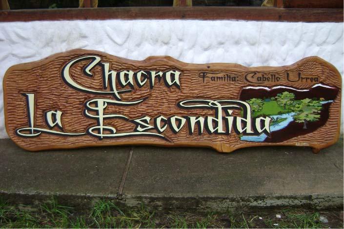 Cartel Tallado en Madera - Chacra La Escondida - El  Hoyo - Provincia del Chubut - RA Carteles