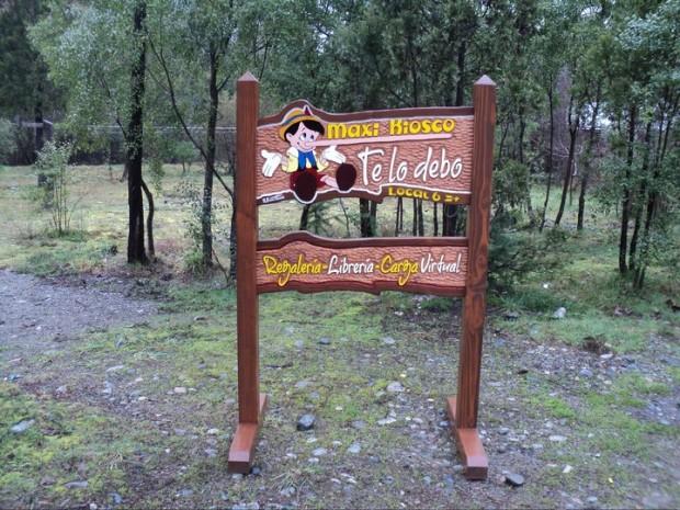 Carteles Tallados - Cartel móvil Kiosko Te lo Debo - El Bolsón - Provincia de Rio Negro - RA Carteles