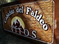 Carteles Tallados - Cabañas TITO, Villa Turismo - El Bolsón - Provincia de Rio Negro - RA Carteles