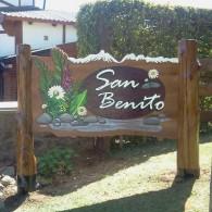 Carteles Tallados - Cabañas San Benito - El Bolsón - Provincia de Río Negro - RA Carteles