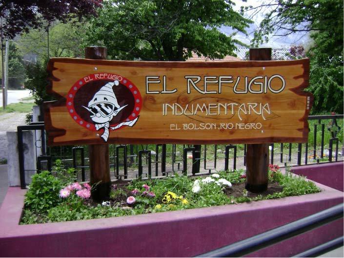 Carteles Pintados - Indumentaria El Refugio - El Bolsón - Provincia de Río Negro - RA Carteles