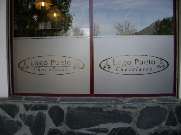 Vidrieras- Vinilo Esmerilado - Chocolates Lago Puelo - Lago Puelo - Provincia del Chubut - RA Carteles